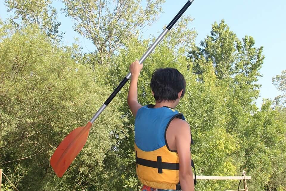 https://www.kayak-paddle-frejus.fr/wp-content/uploads/2017/06/canoe-kayak-pret-pour-l-aventure.jpg