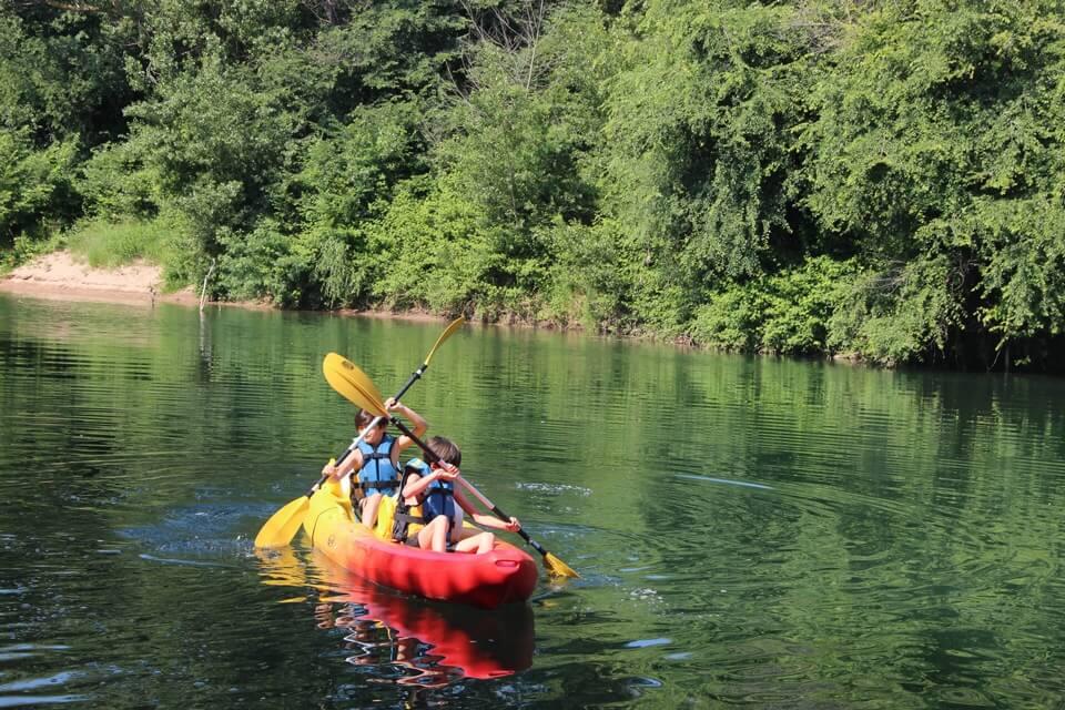 http://www.kayak-paddle-frejus.fr/wp-content/uploads/2017/06/canoe-kayak-sur-l-argens.jpg